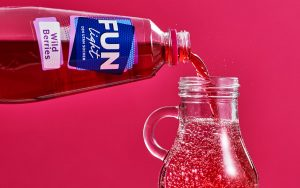 FUN Light Wild Berries blandas med bubbelvatten